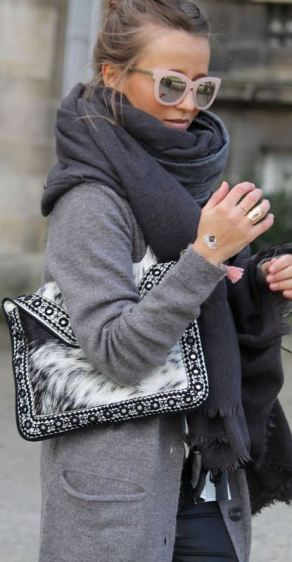This fur envelope clutch outfit is so cute for the winter!
