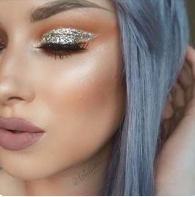 30 people who did glitter eyeshadow the right way  society19