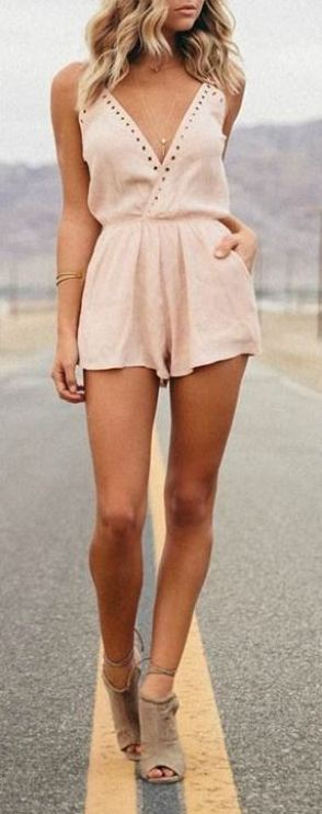 This date night look is perfect for summer outfits!