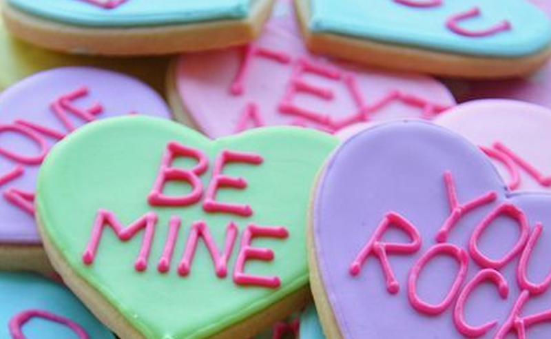 Cute Valentine's Day gift ideas for college students! These adorable gifts will put a smile on anyone's face whether a roommate, a sister or best friend!