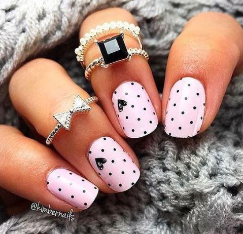 These polka dot Valentine's Day nail designs are so pretty!