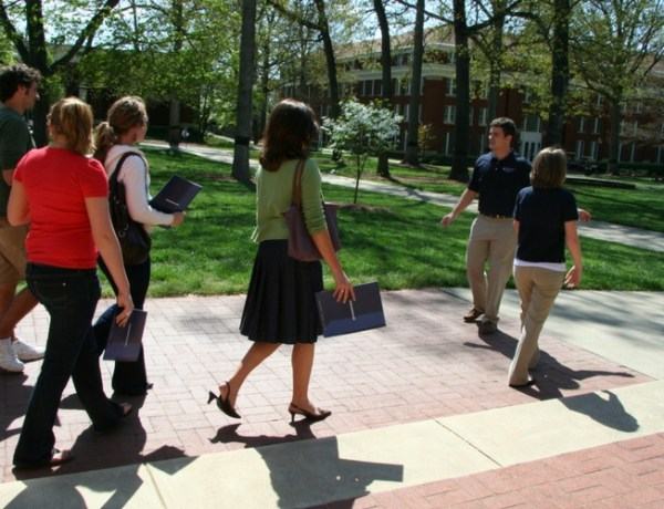 You want to be sure to ask the right questions while you're touring colleges. Keep reading for great questions to ask on a college tour!