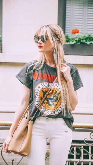 These graphic t shirts make such cute outfits!