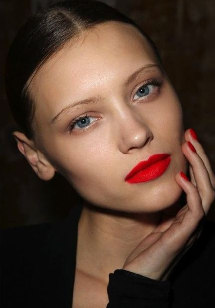 Bright red lips are among the top makeup trends for 2017!