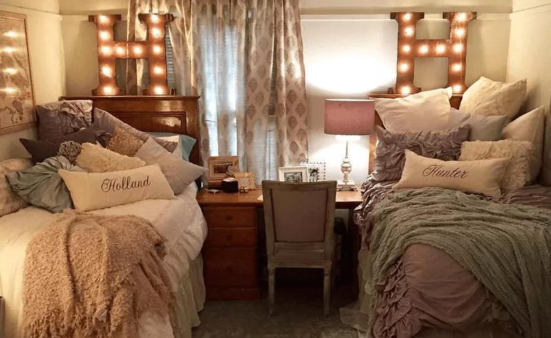 18 Amazing Coordinating Dorm Room Ideas