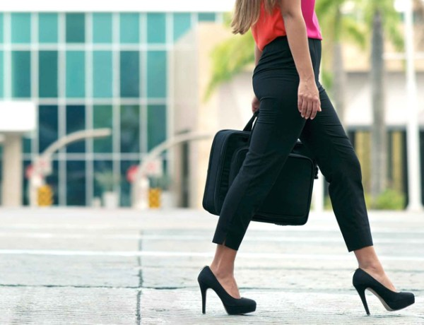 Figuring out what not to wear to an interview is extremely important when deciding your outfit. We have the top things to avoid for your interview outfit!