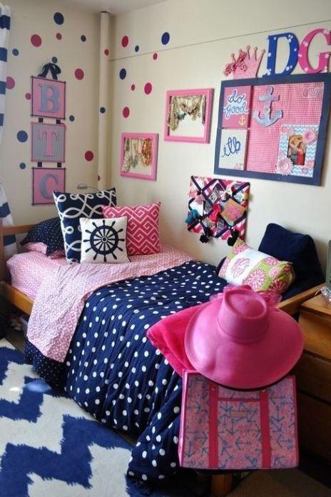 This blue dorm bedding creates such a cute dorm room!