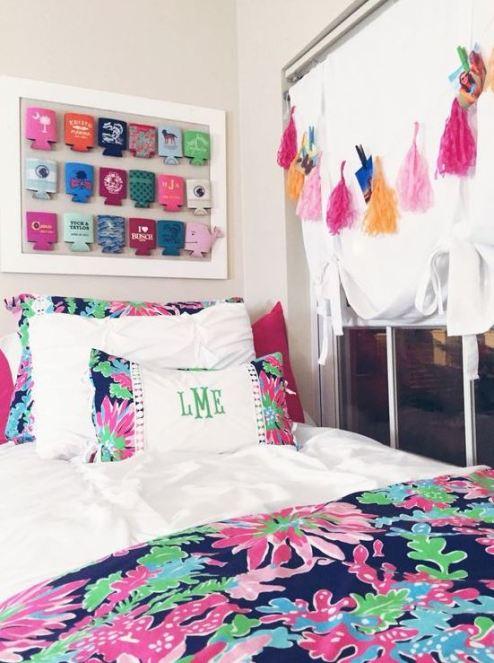 Florals are super cute in preppy dorm rooms!