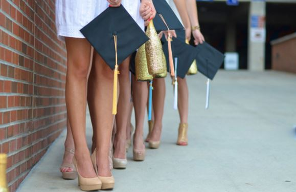 These are great outfit ideas for what to wear for graduation!