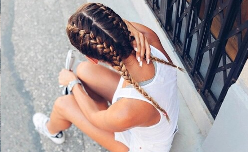 Gorgeous hairstyles for long hair! Hair tutorials and hairstyle ideas for girls with long hair. Pretty udpos, braids and haircuts for long hair.
