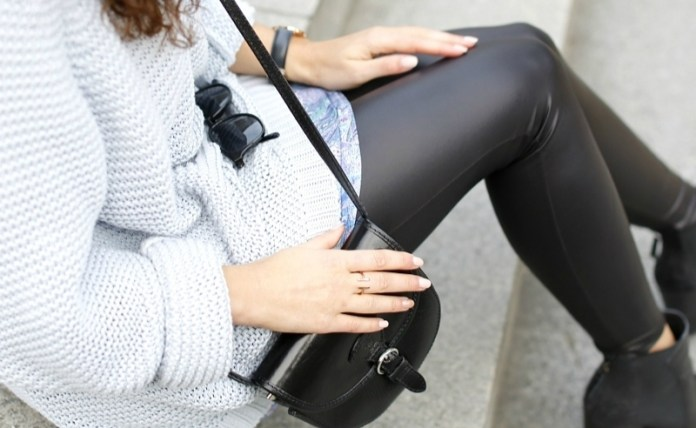 db3ddb3d6b0 20 Cute Outfits With Black Leggings To Copy - Society19