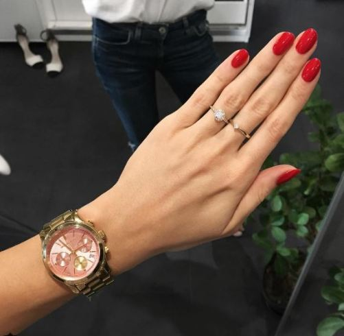 Red nails are the best ways to look like a million bucks!