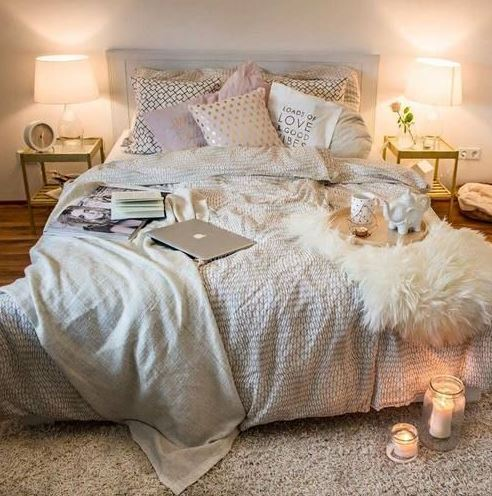 Light colors and neutrals look so cute in boho dorm rooms!