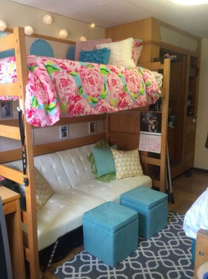 Floral bedding looks super cute in preppy dorm rooms!