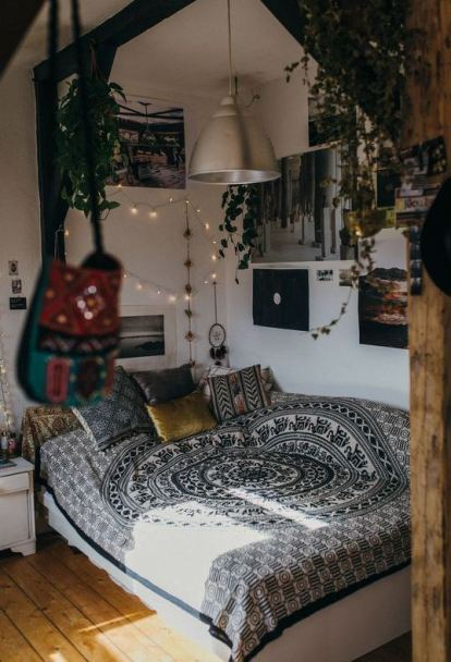 Black and white mandala bedding is perfect for boho dorm rooms!