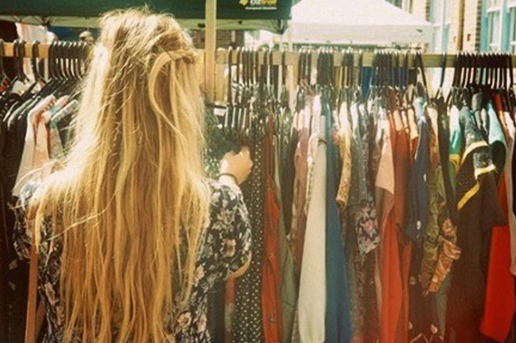 If you're wondering how to find cheap designer clothes, you've come to the right place. Here are tips and tricks for finding designer brands at discounts!
