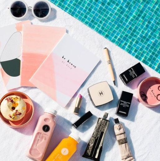 These are 15 summer beauty products that you will want in your beach bag!