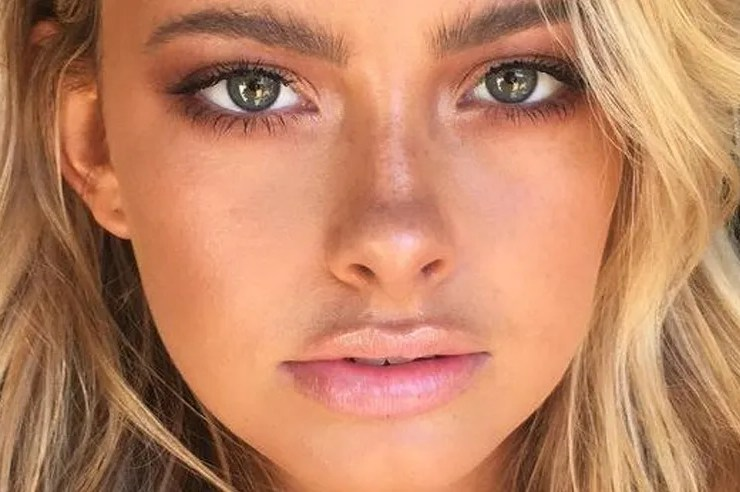 If you want that all natural makeup look for this summer, these products will give you that gorgeous summer glow and tanned skin with minimal products!