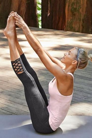 These strap detailed leggings are great for gym outfits!
