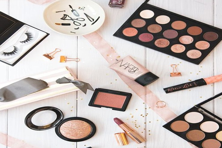 It's hard deciding what to pack and bring to college with you. These are affordable makeup items for your college checklist that you definitely need!