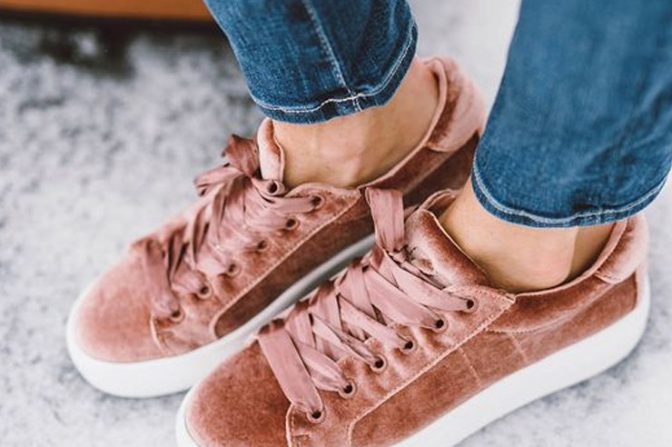 Whether you're looking for suede, embroidered, or platform sneakers; these are a few sites to browse to get yourself a pair of trendy and cheap sneakers!