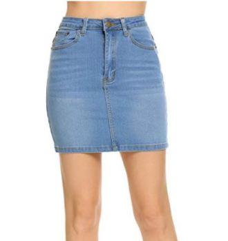 This mini skirt is so cute!