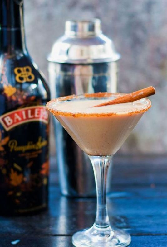 This baileys cocktail is one of the best fall cocktails!