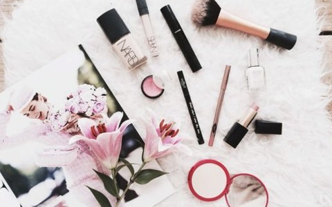 Some of the best reviewed makeup products are both drugstore and high end! We've got morphe, tarte, makeup forever and more! All must-haves makeup brands!