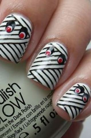This mummy nail art design is a great Halloween nail art design.