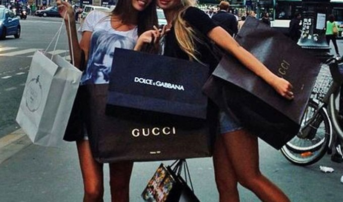 If you're in college, it seems like you are spending money everywhere you turn. Here are 15 signs that you spend too much money!