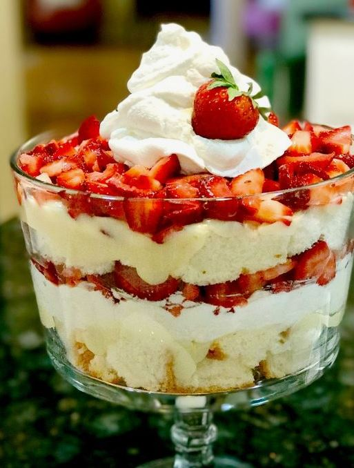 This trifle is one of the best Friendsgiving dishes!