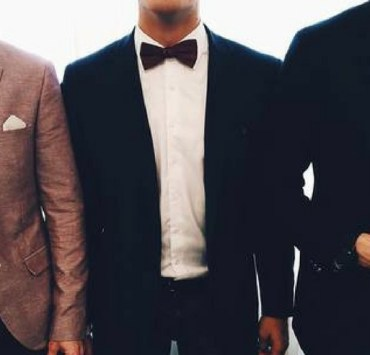 Layering your outfit is key when deciding on what to wear to a winter wedding. From your accessories to your suit, this is how to be the best dressed guy!