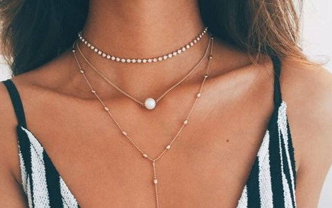 Here's the best websites for stylish inexpensive jewelry that you won't want to miss. Bridesmaid, costume, fashion, wedding and more all for a cheap price!