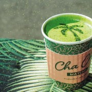 Wonder how to make a matcha latte? Here is your matcha latte 411. These are the easiest ways to make a matcha latte at your home.