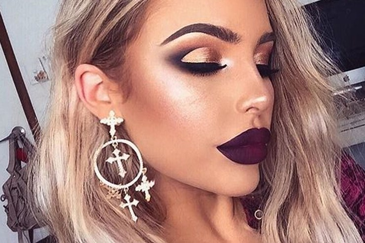 If you're looking for some Christmas makeup ideas, we have the best looks for you from eye makeup, to using drugstore brands like elf! Perfect for a party!