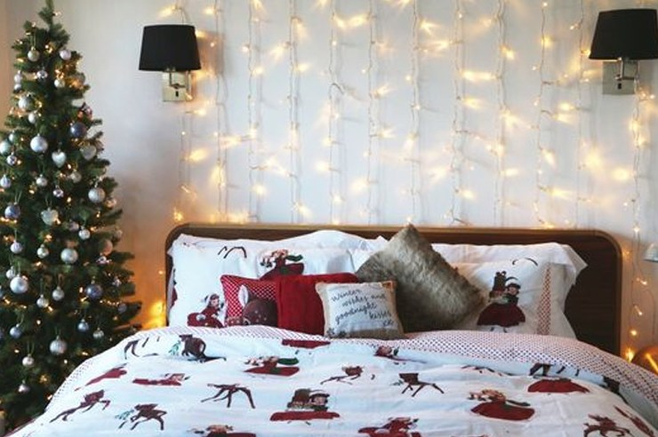 These are the best DIY holiday room decor ideas for your dorm! Decorating is the best part of Christmas and Hanukkah and your dorm room deserves decor too!
