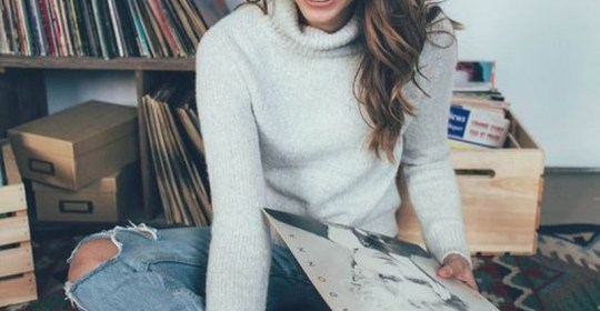 If you want a cute outfit for winter, these turtleneck outfits are the perfect way to dress up! From a crop top to a dress, these styles are perfect!