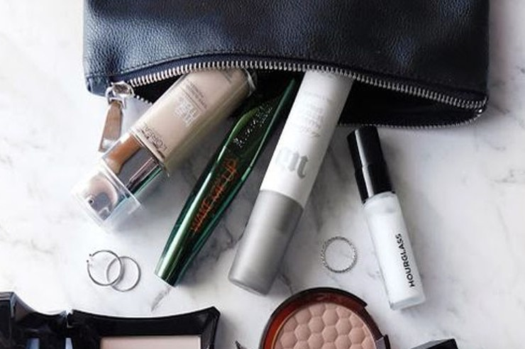 Get ready to ditch the cold and get away, with these spring break makeup products! Here are the top essentials you need to pack to look glam and fabulous. Save room for your carry-on because these travel size items are perfect.