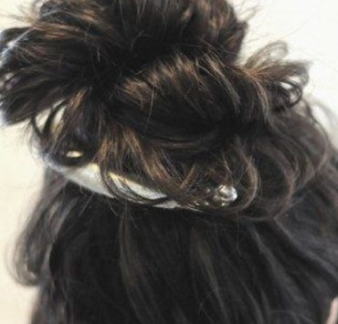 banana hair clip, The Banana Hair Clip Is Back, Here's Some Styles We Love
