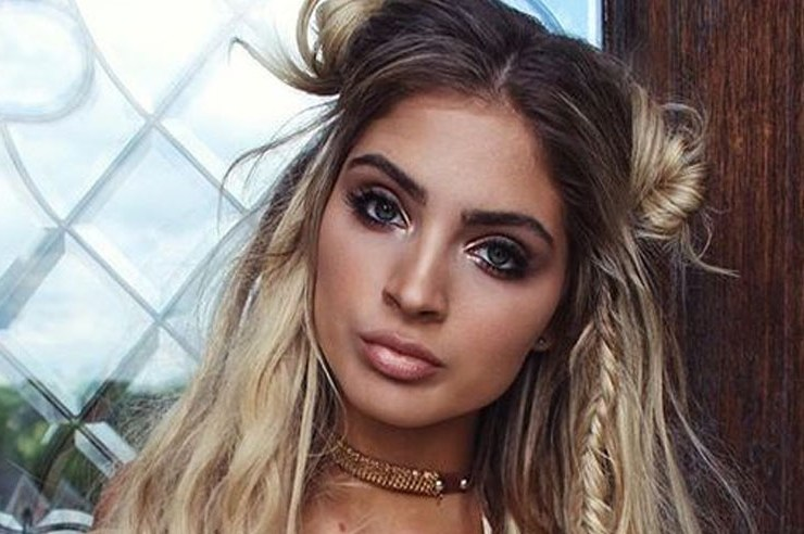 Braided bohemian hairstyles are dreamy do's that always look good. Get these chic and stylish boho hairstyles. Try them out for your next music festival or night out.