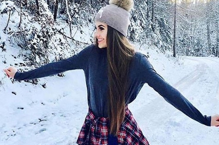 If the cold is dragging you down, don't let it ruin your fashion choices. Try out these cute winter outfit ideas to wear in the bitter cold. Spice up your wardrobe with these winter styles.
