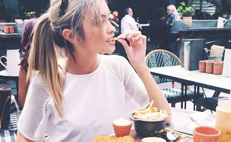 Having Boston as your campus leaves miles [literally]of options when it comes to food. Not to say anything negative about Suffolk University's dining halls. Anyways, sharing my top 10 food spots around campus. Here are the best places to eat around Suffolk University.