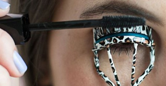 Are you looking for the best eyelash curlers on the market? This ultimate eyelash curler guide will help you find the perfect one for you. All eyelash curlers are different and it's important to invest in the perfect eyelash curler!