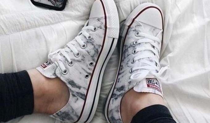Cute casual sneakers are a must-have for your wardrobe. These are 20 cute outfits with sneakers that you can wear all year round. Wearing cute sneaker outfits are perfect for lazy days.