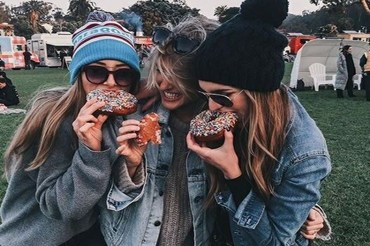 If you plan to rush for a sorority, you want to expect the unexpected. Here's everything you need to know to prepare for sorority recruitment at Loyola University Chicago.