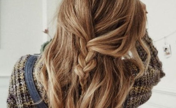 These half up half down hairstyles for long hair are perfect to wear to an event like a wedding, a night out on the town, prom, or even to class! They're easy to do and look flawless curly or straight! Check out how to achieve that simple half up half down look!