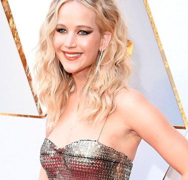 The 2018 Oscars fashion choices were stunning this year, and some were straight fashion disasters. Someone call the fashion police because we are here to tell you the top picks for best dressed!
