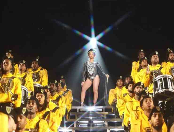 As we all know by now, Beyoncé slayed not one, but TWO Coachella performances. While she didn't drop any new music, Queen B pulled out all the stops with her guest performers, fashion, setlist and of course, dancing. Here are the five most iconic moments from Beyonce's Coachella performance.