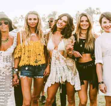 Are you heading to Coachella this season? Looking for the hottest Coachella outfit ideas? From urban grunge to vintage old-school, I've rounded up the best looks for enviable festival style.