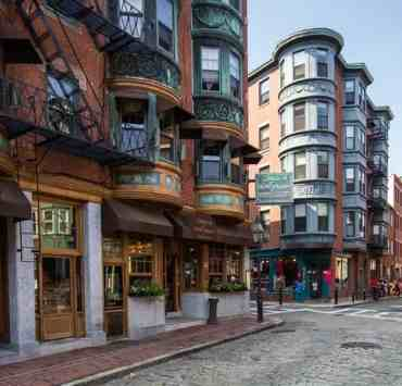 In such a large city, it can definitely be hard to decide what to do, as the options are overwhelming! This list is perfect for the adventurous soul, and an absolute bucket list for every Boston-goer. Here are 10 things you need to experience in Boston before you die!